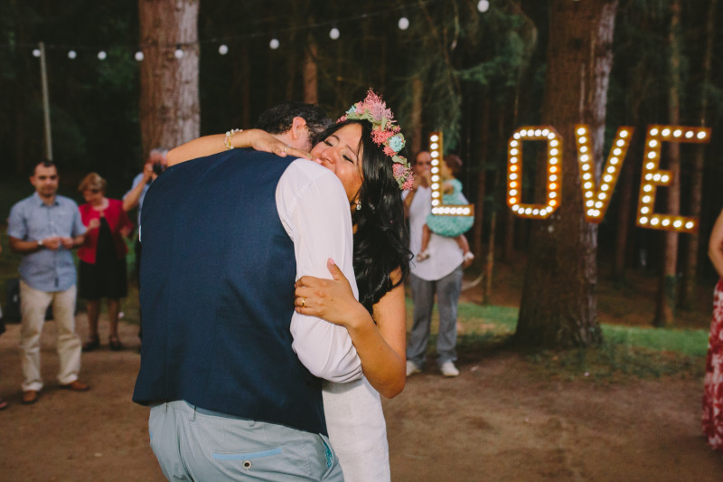 FIRST-DANCE-RUSTIC-WEDDING